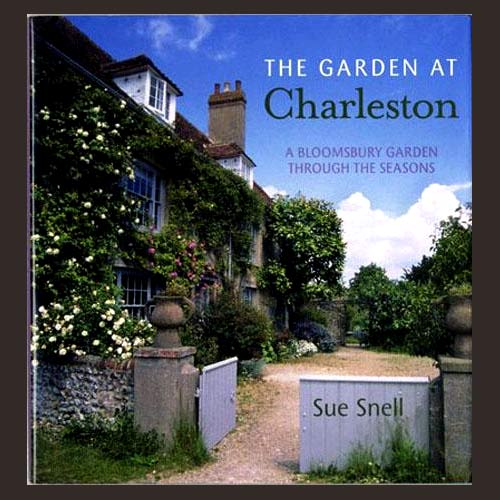 THE GARDEN AT CHARLESTON. A BLOOMSBURY GARDEN THROUGH THE SEASONS. Signed. Bloomsbury Group, Sue Snell.